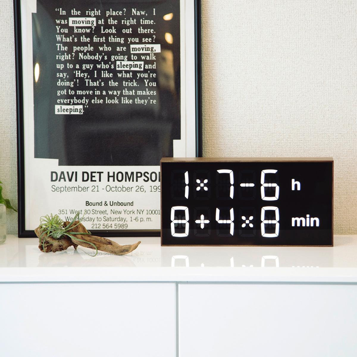 『4+2×7h:62-4min』、いま何時?(笑) 《ウォルナット》インテリアに遊び心を!ゲーム感覚で数式を解いて、時刻を割り出す「デジタル時計」   Albert Clock 2