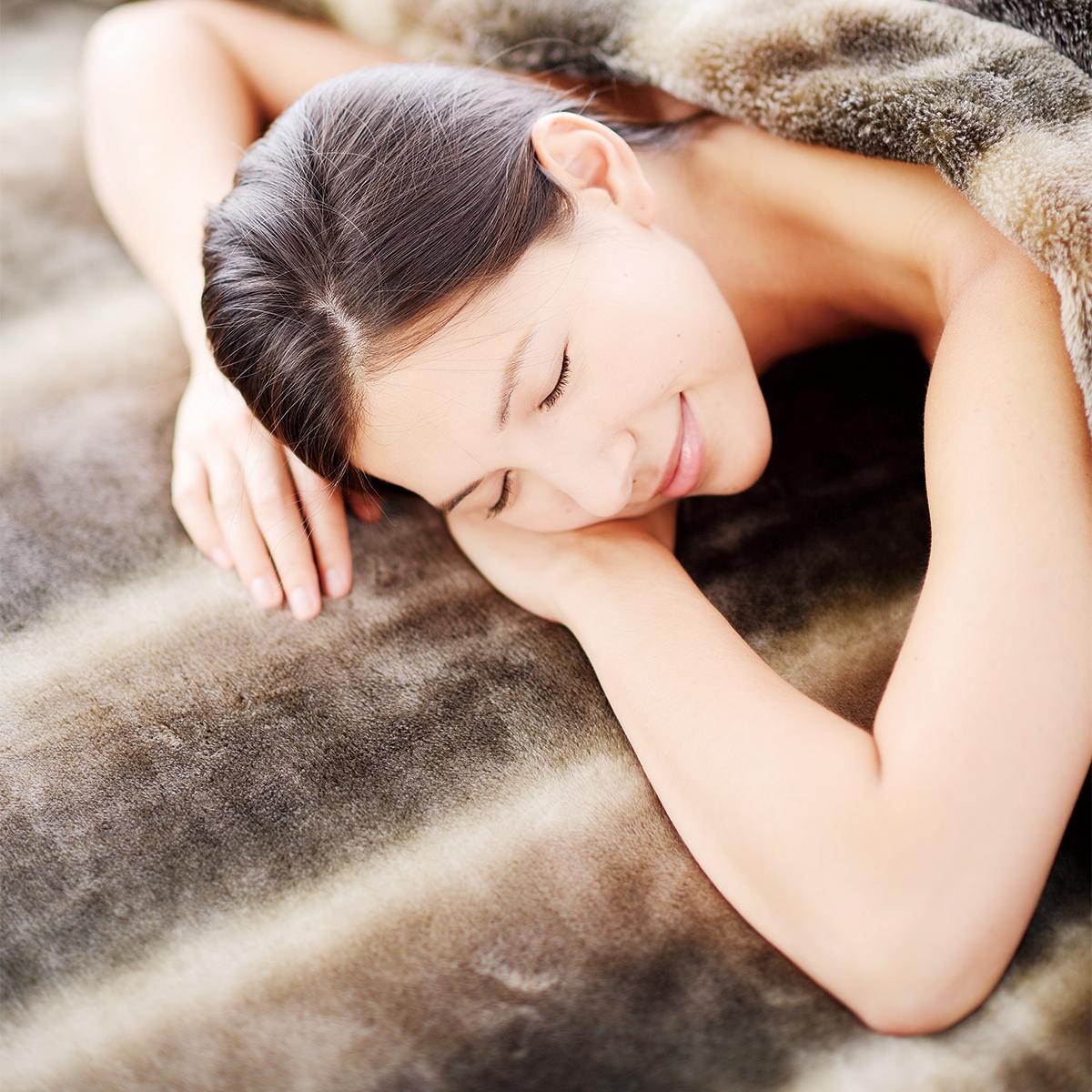 寝心地がまるで違う「毛布」|《敷毛布/セミダブル》暖かさはもう当たり前、軽さとなめらかさも実現した「毛布」|CALDONIDO NOTTE