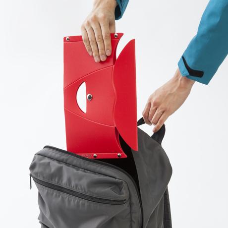 薄さ3センチの「どこでもイス」|《PATATTO μ(高さ15cm)》たたむとA4サイズ以下になる、どこにでも持ち歩けるイス|PATATTO
