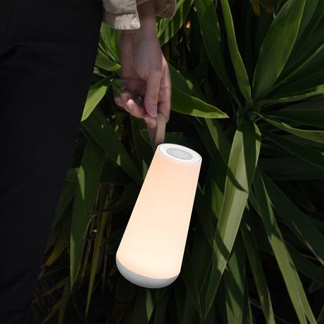親しい人と寄り添いたくなる「Hi-Fiスピーカー」|《UMA MINI》360度に広がる、忠実な「音」と優しい「光」。片手で持ち運べるコンパクトサイズで、いつでもどこでも空間を温かく演出するワイヤレススピーカー | Pablo|