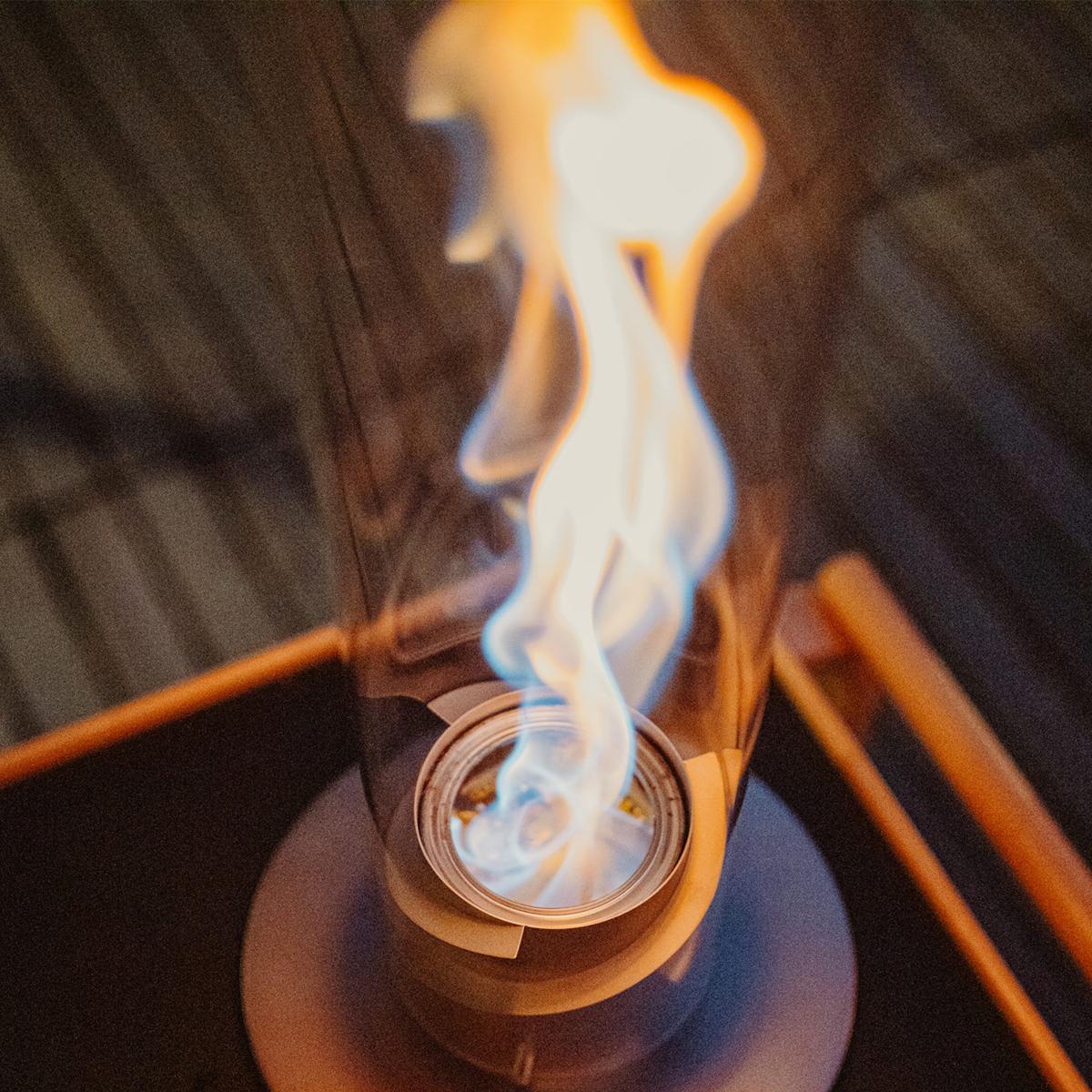 乾杯のあとは…「旋回ファイヤー!」|《オプション/燃料缶500ml × 6本セット》煙やニオイがほとんど出ない、安全仕様の「SPIN」専用ジェル状燃料|Höfats