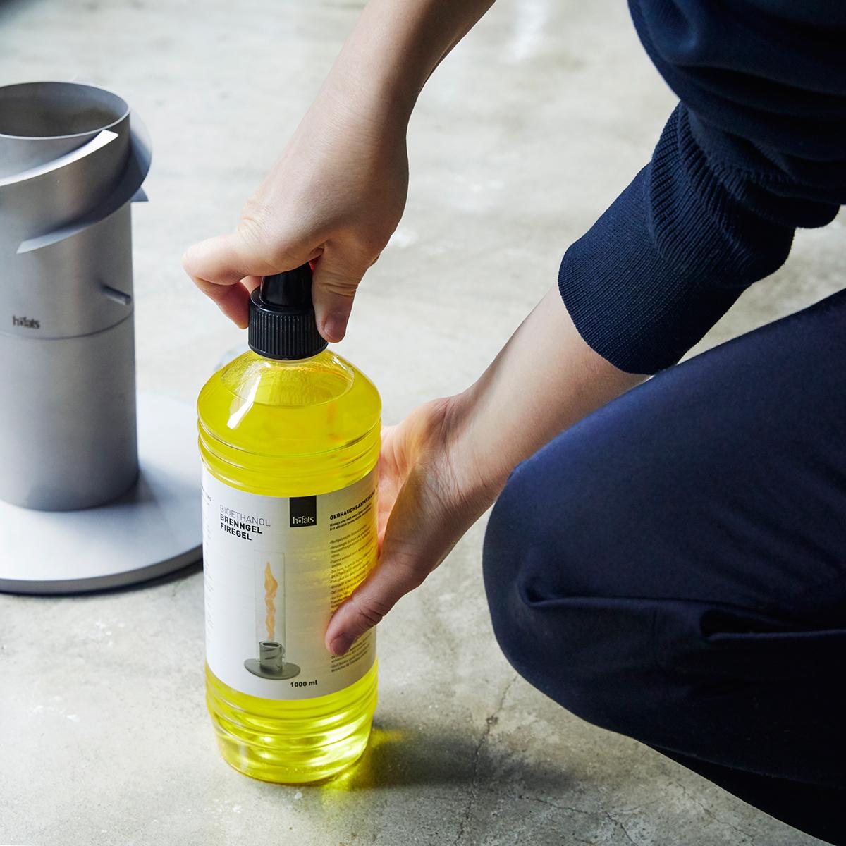 乾杯のあとは…「旋回ファイヤー!」|《オプション/詰め替え用燃料ボトル1ℓ × 6本セット》煙やニオイがほとんど出ない、安全仕様の「SPIN」専用ジェル状燃料|Höfats