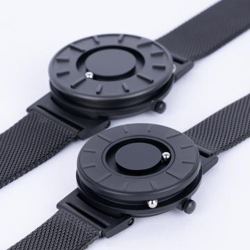 触る時計『EONE』|2020年新作《SMALL》ひとまわり小さな文字盤で腕元にフィット、軽やかな装着感のメッシュバンド| EONE