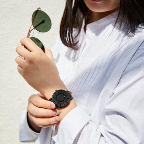 触る時計『EONE』|2020年新作《SMALL》ひとまわり小さな文字盤で腕元にフィット、軽やかな装着感のメッシュバンド| EONE|