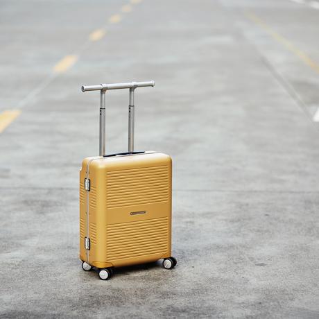 """一緒に""""歩きたい""""スーツケース 《37L》手を添えるだけで滑らかに走行、""""気の利く""""設計であなたの旅路に寄り添うスーツケース(1〜2泊・機内持ち込みサイズ) RAWROW"""