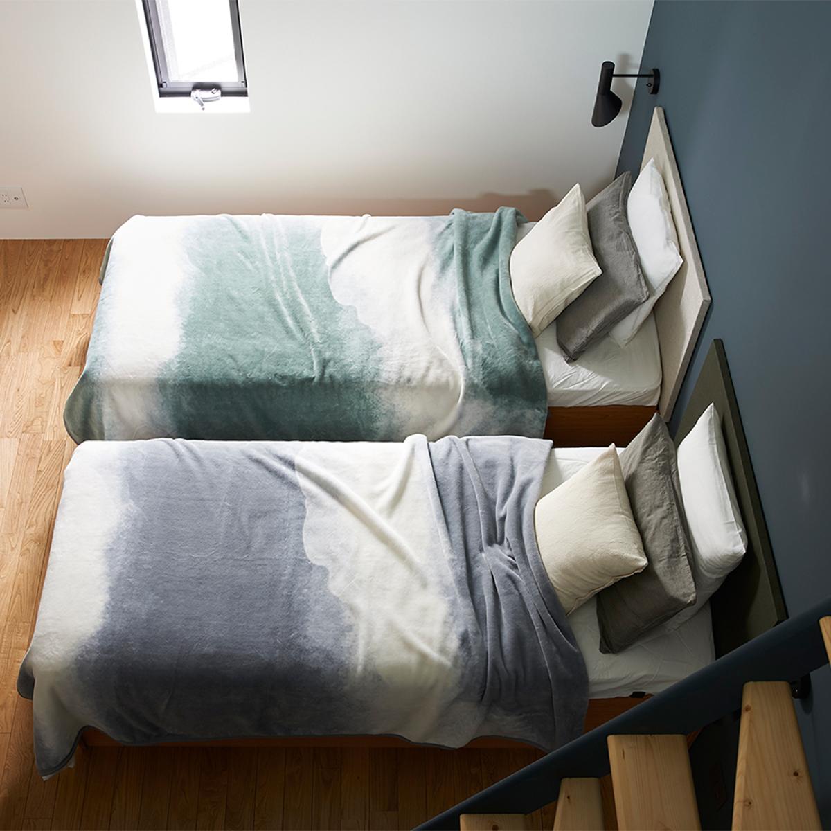 日本製のコットン100%の上質なコットンブランケット。ベッドカバーにもおすすめなおしゃれでかっこいいデザイン|題名「FLOOD OF LIGHT」という名の寝具(綿毛布)|LOOM&SPOOL(ルーム アンド スプール)