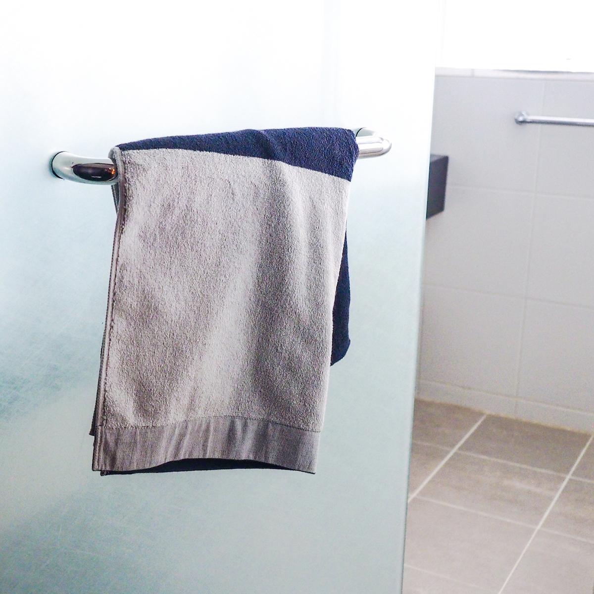 """医師が開発、理想の""""清潔タオル"""" 《バスタオル》酸化チタンと銀の作用で、生乾き臭・汗臭の菌を分解する「タオル」 WARP"""
