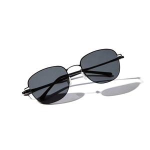 《スクエア》新感覚の'ふわっ・ピタッ・ぐにゃ'! 工具を使わず、自分で調整できる「サングラス」|RAWROW - R SUN ULTRA THIN 800