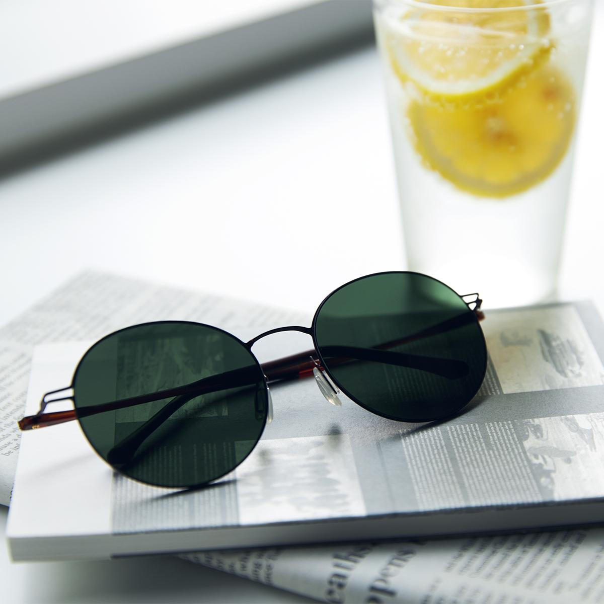 あれ?このサングラス、真下を向いてもズレない!|《ラウンド》新感覚の'ふわっ・ピタッ・ぐにゃ'! 工具を使わず、自分で調整できる「サングラス」|RAWROW - R SUN ULTRA THIN 810