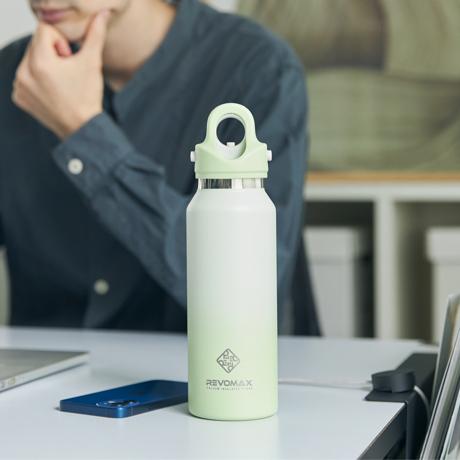 「指3本」で開閉できる魔法瓶 《スリム グラデーションタイプ 355ml》炭酸水もビールもOK!ワンタッチで開く、保冷36時間・保温18時間の「マイボトル」 REVOMAX