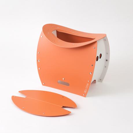 まだ進化するの!? 薄さ4cmのどこでもイス|《PATATTO 350+(座面高さ35cm)》座面を外せば、ゴミ箱・防災トイレが出現する「折りたたみイス」|PATATTO