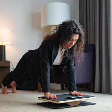 「30日ゲームチャレンジ」で、ぽっこりお腹に変化が!|これは楽しい!30秒から始められる、新感覚の「ホームフィットネスボード」|Plankpad
