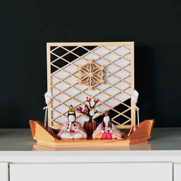 『毎年のしあわせ』が御嬢様と家族に訪れる|新作《平飾り》日本伝統工芸をコンパクトにした、木目込の「プレミアム雛人形」※第二期受注分 | 清雅雛|