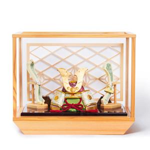 新作《ガラスケース入り》日本伝統工芸をコンパクトに、美しく守りながら飾れる木目込の「プレミアム兜飾り」※第一期受注分 | 清輝