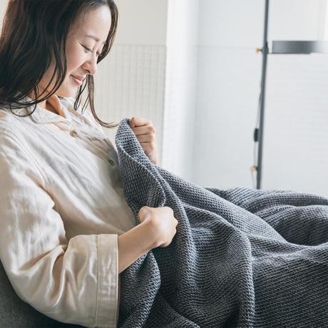 「熟睡」を追求したタオルケット|《秋冬用》ウールを織り込んだ、凹凸状の「ハニカム織り」が暖かさをキープ、汗は逃がす「タオルケット」|ハニカムウールケット