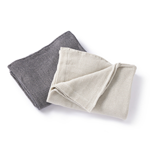 ウールを織り込んだ、凹凸状の「ハニカム織り」が暖かさをキープ、汗は逃がす「タオルケット」|ハニカムウールケット