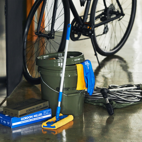 いま、最高にアガる「掃除」!|おしゃれな洗車道具が、水仕事にも収納にも重宝!しっかり密閉できる「フタつきバケツ(17L)」|GORDON MILLER ペールバケツ