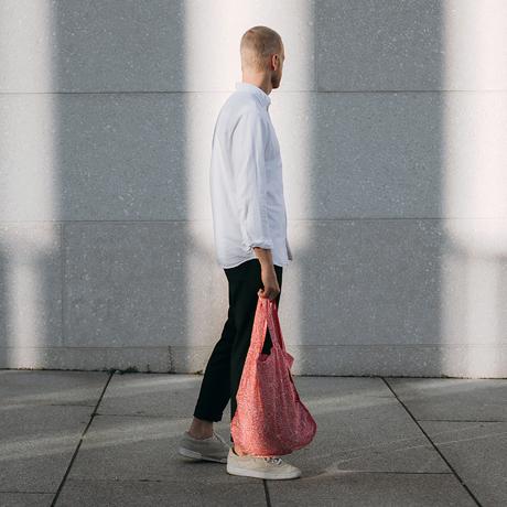 一瞬でリュックになる「変身エコバッグ」|《新色》世界の名所にワクワク!ひっぱるだけで、リュックにもトートにもなる特許構造の「エコバッグ」|notabag Hello World
