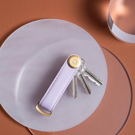 『鍵収納』をデザインする|《サフィアーノレザー》もうドア前で迷わない。「鍵収納」を追求したスリムなキーケース|Orbitkey
