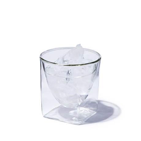四角い空間に浮かぶ、いつもと違う一杯|《200ml》結露しにくく、レンジ加熱OK、見る角度で表情を変える「耐熱ダブルウォールグラス」|RayES