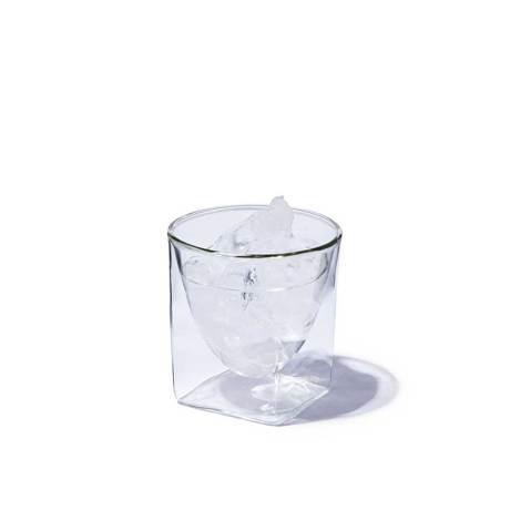 四角い空間に浮かぶ、いつもと違う一杯 《200ml》結露しにくく、レンジ加熱OK、見る角度で表情を変える「耐熱ダブルウォールグラス」 RayES