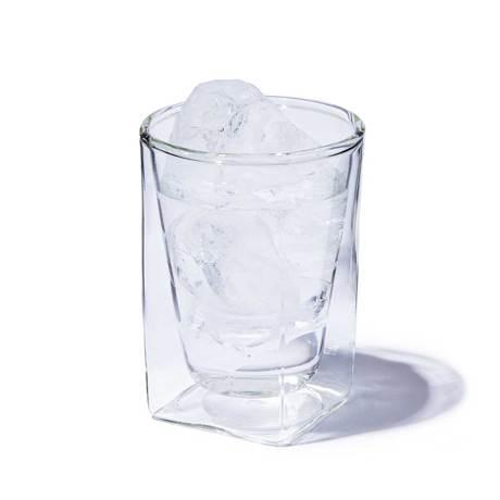 四角い空間に浮かぶ、いつもと違う一杯|《300ml》結露しにくく、レンジ加熱OK、見る角度で表情を変える「耐熱ダブルウォールグラス」|RayES