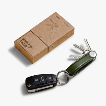 『鍵収納』をデザインする|《サボテンレザー》もうドア前で迷わない、幅2cmに7本の鍵が収まるスリムな「キーケース」|Orbitkey|カクタスグリーン