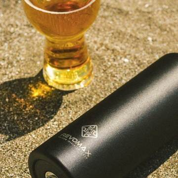 「指3本」で密閉できる魔法瓶|《スリム マット 355ml》炭酸もビールも36時間保冷、保温も18時間OKの「マイボトル」|REVOMAX