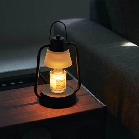 """就寝1時間前の""""とろける""""スイッチ 火を使わずに、香りと灯りが心地よく広がる「キャンドルウォーマーランプ」 kameyama candle house"""