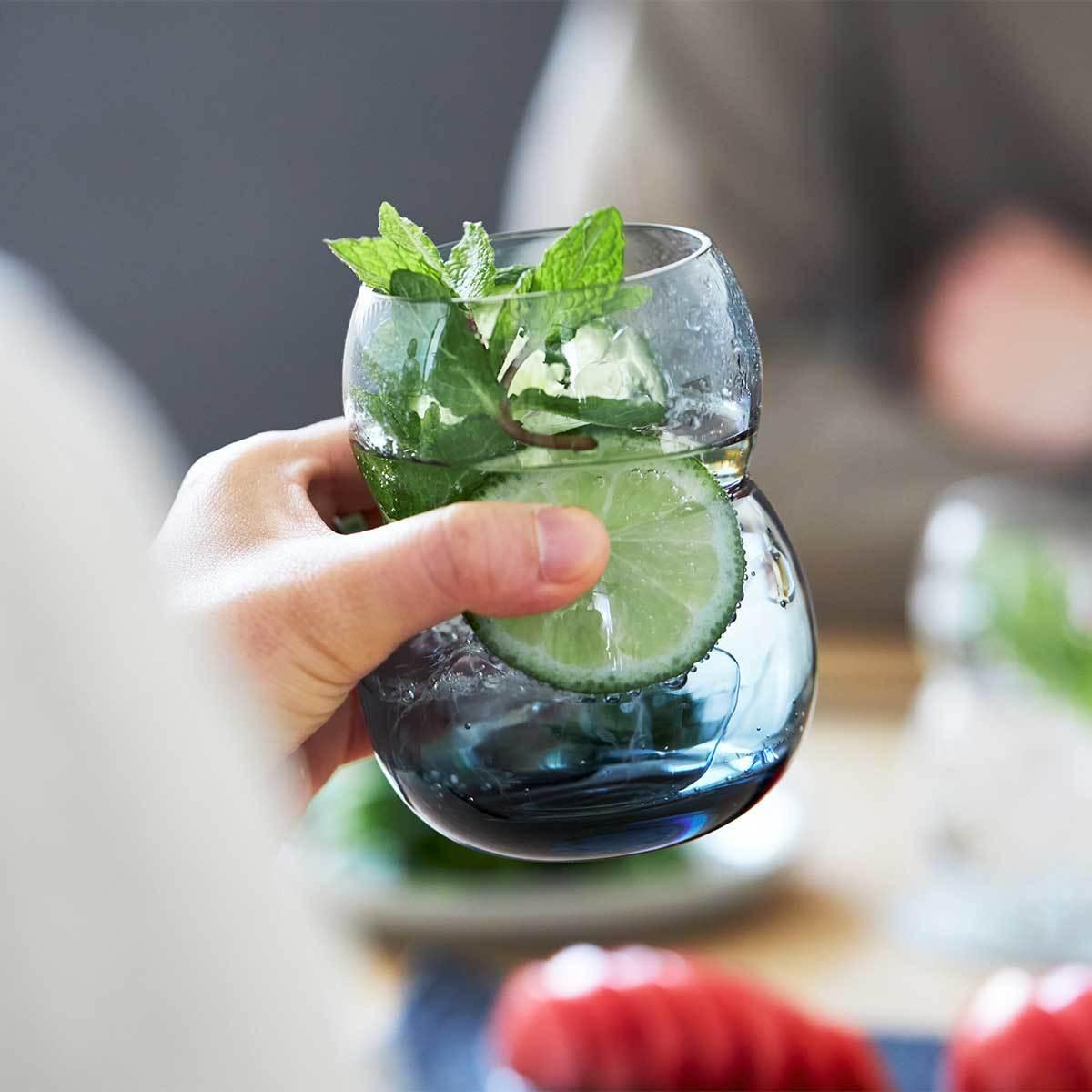 くびれで、小さな手にもしっかりフィット|『双円(そうえん)』のグラス|おしゃれなグラスで、おうち時間はもっと楽しくなる。割れないグラスや丸氷を簡単に作る製氷機など5選