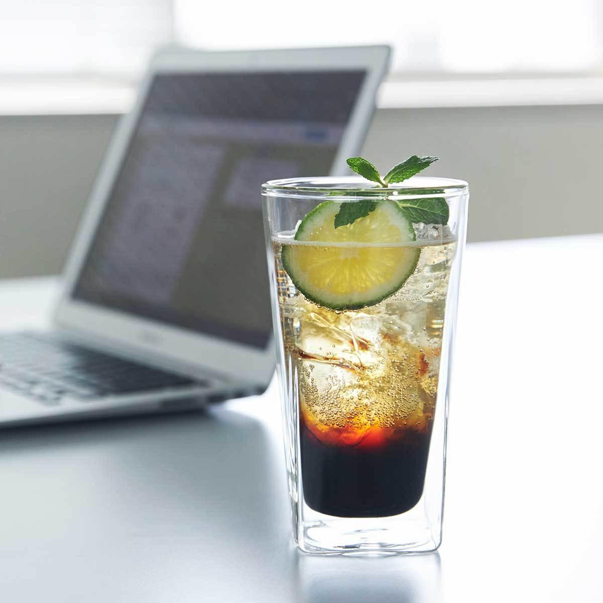 二重ガラスでビールもホットコーヒーも適温キープ|『RayES(レイエス)』のダブルウォールグラス|おしゃれなグラスで、おうち時間はもっと楽しくなる。割れないグラスや丸氷を簡単に作る製氷機など5選