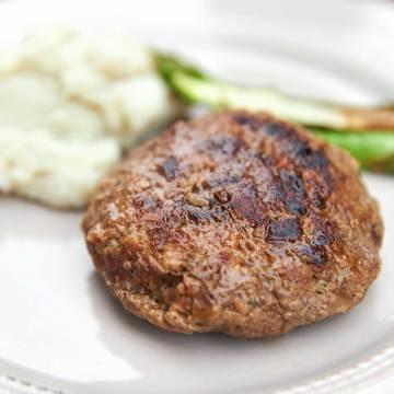 週末を「牛飼いステーキ」で祝おう!|《ハンバーグ6個セット》ロッキー山脈の雪解け水と牧草が育む、上質の赤身肉|COWMAN STEAK CLUB