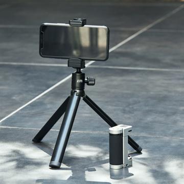 """""""この瞬間""""を感じたい、でもスマホにも残したい 《オプション/三脚》動画撮影やビデオ通話に便利!角度や高さを調整できる「ShutterGrip 2専用三脚」 ShutterGrip™ 2"""