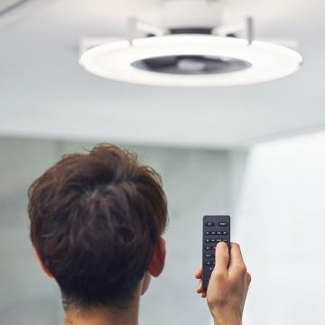 """快適! 天井から""""空気""""と""""光""""のエール 《10~14畳用》仕事もリラックス時間も快適にする、薄型ファン付き照明「パネライト」  JAVALO ELF"""