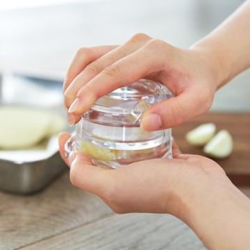 香り炸裂、ニンニク3秒みじん切り|包丁いらず、ひねるだけの高速カット!生姜やパセリにも使えてお手入れしやすい「みじん切りツール」|Garlic Twist 4.0