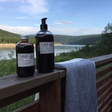 """フィンランドの森で、""""ととのう""""シャワー バスルームがフィンランドの森になる、「白樺の若葉」と「森の土」の香りのボディーソープ OSMIA"""