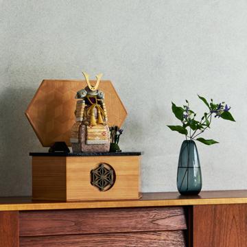 毎年のしあわせを願う「リビング五月人形」|MONOCO限定デザイン《六角形/大》6つの日本伝統工芸をコンパクトモダンにした、江戸木目込の「プレミアム鎧飾り」※第一期受注分|柿沼人形|宝輝
