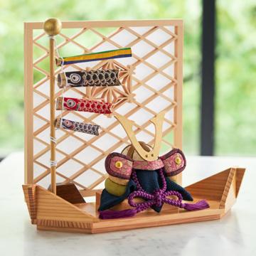 毎年のしあわせを願う「リビング五月人形」|MONOCO限定デザイン《平飾り》日本伝統工芸をコンパクトモダンにした、江戸木目込の「プレミアム兜飾り」※第一期受注分|柿沼人形|清輝