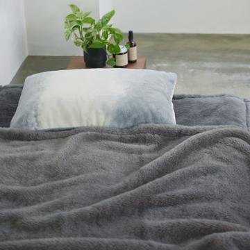 「タイトルのある毛布」が、空間を変える|《ピローケース》夏も冬も、気持ちいい!綿毛布の自然な柔らかさ|FLOOD OF LIGHT(LOOM&SPOOL)