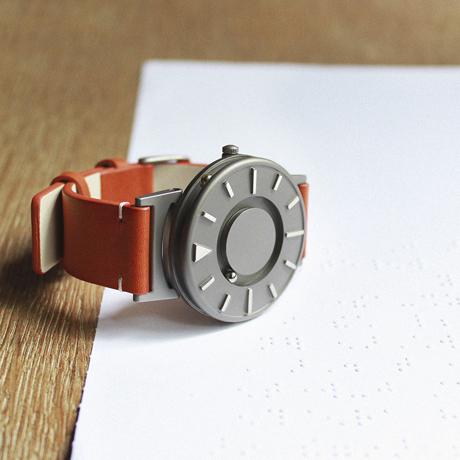 触る時計『EONE』
