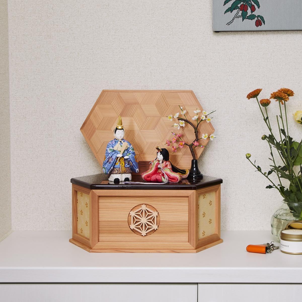 『毎年の幸せ』が御嬢様と家族に訪れる | リビングに飾れる「プレミアムコンパクト雛人形」
