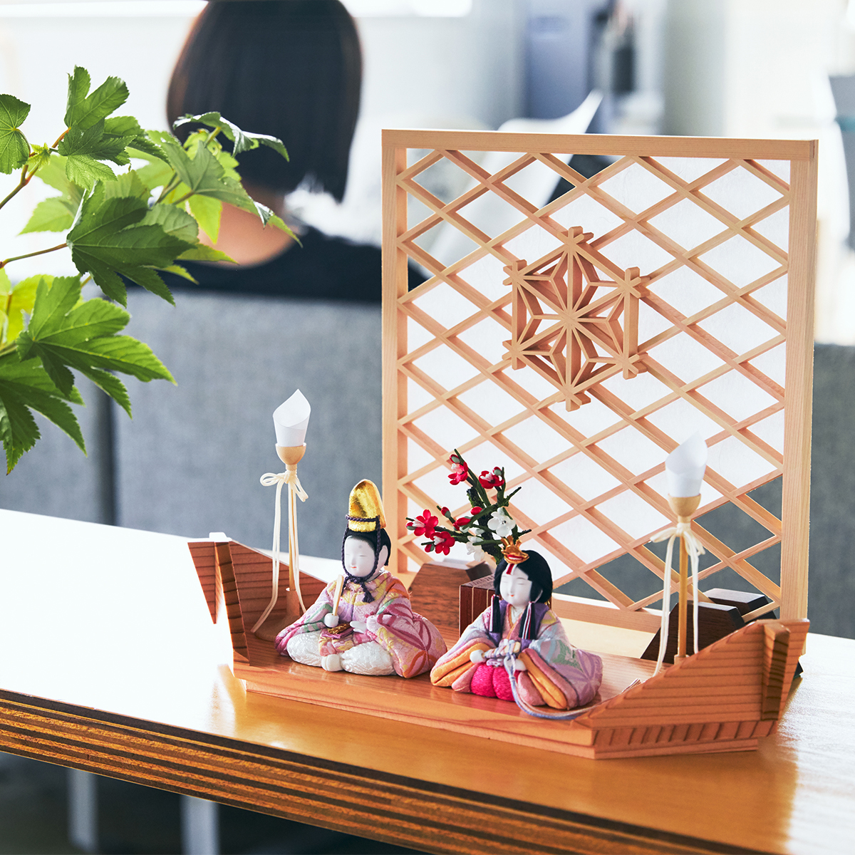 『毎年のしあわせ』が御嬢様と家族に訪れる | リビングに飾れる「プレミアムコンパクト雛人形」