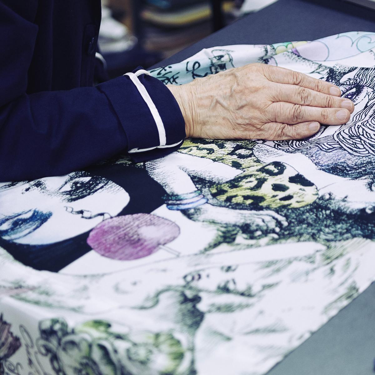 ファッションに興奮を与えるストール|宇野亜喜良、描き下ろしストール第二弾発表