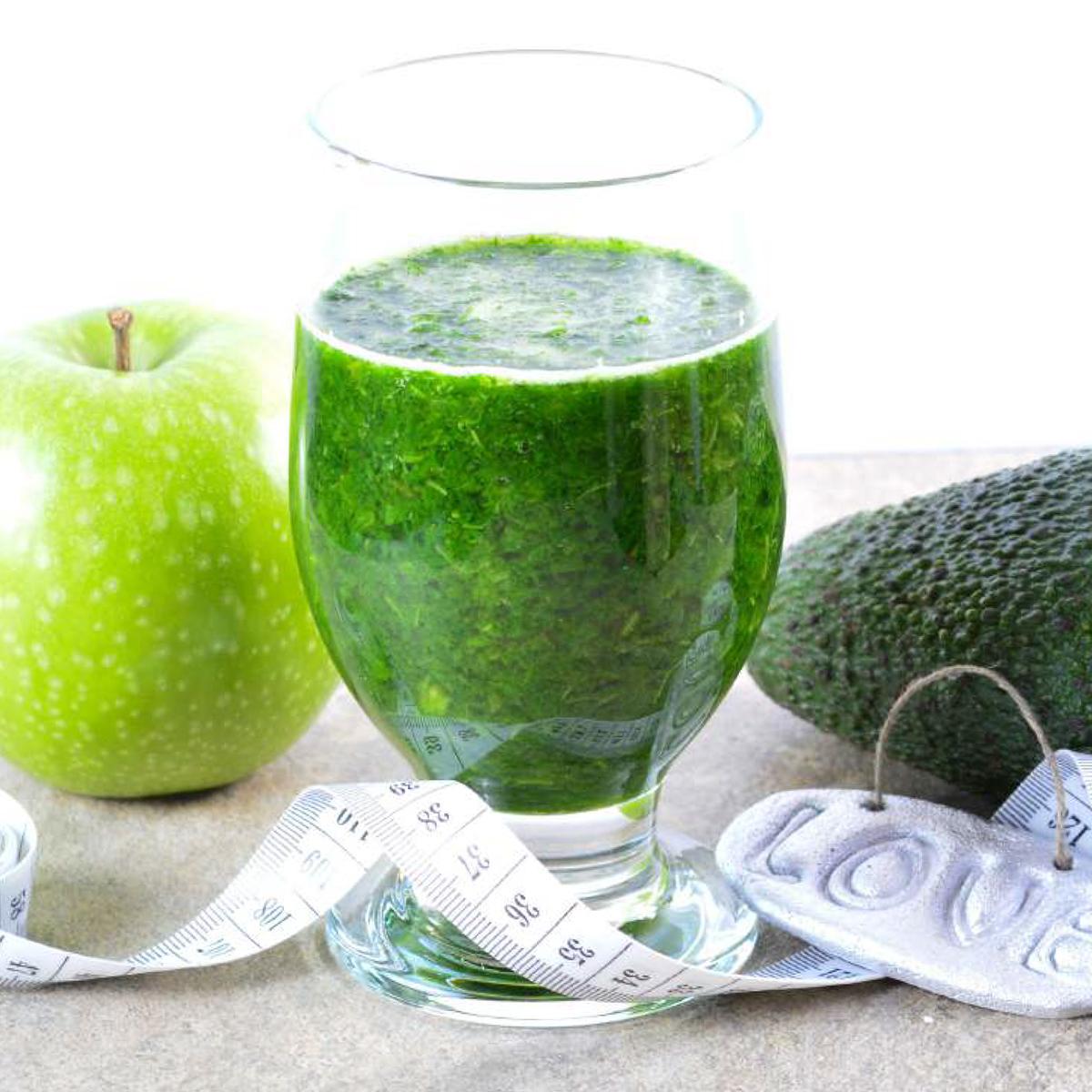 朝が変わる!なめらか「野菜の生スムージー」   皮つき野菜も氷もOK、パワフルな小型ブレンダー