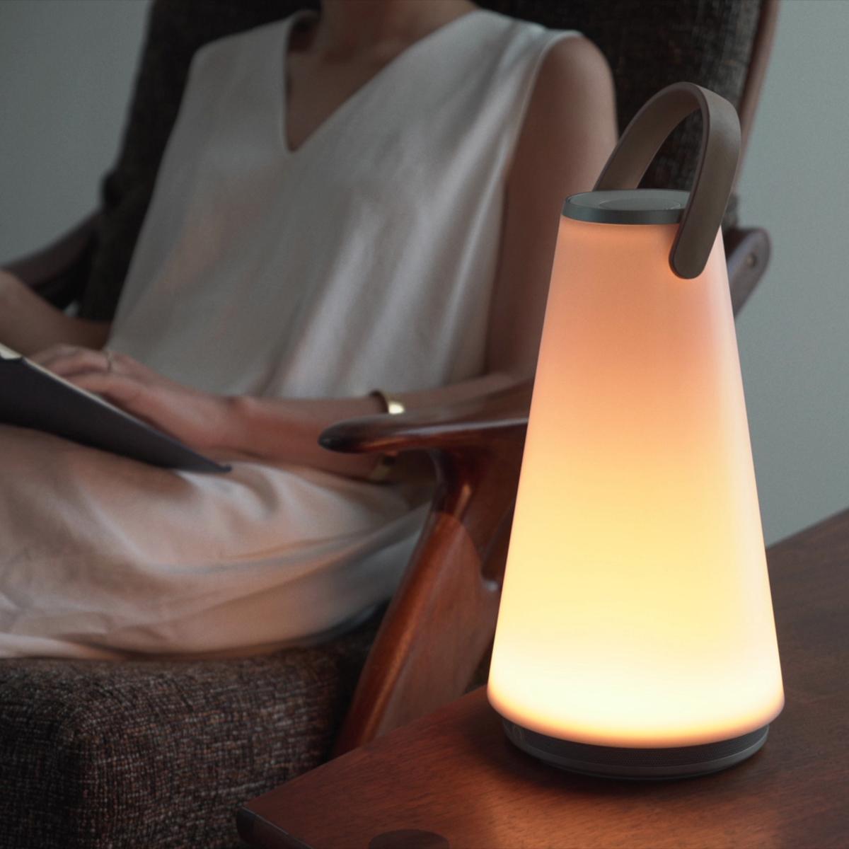 親しい人と寄り添いたくなる「Hi-Fiスピーカー」 | 最高品質の「音」と「光」で空間を創る