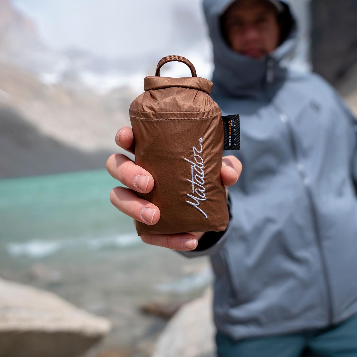 手のひらサイズになる大容量バッグ 軽量・防水仕様で、日常生活や旅行で大活躍