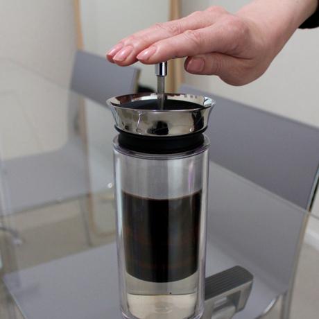 """""""押す""""だけで淹れられる、本格コーヒー体験"""