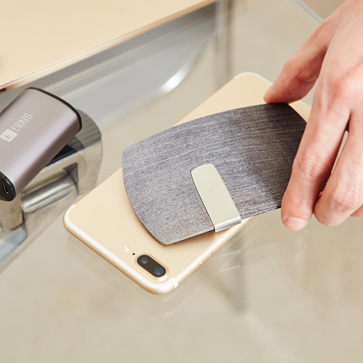 手ぶら外出ができる「木の財布」|カード3枚を重ねて使える電子マネークリップ