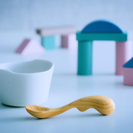 ゾウさんが教えてくれる「箸の持ち方」|食べるたびに自然と練習になる、木のスプーン