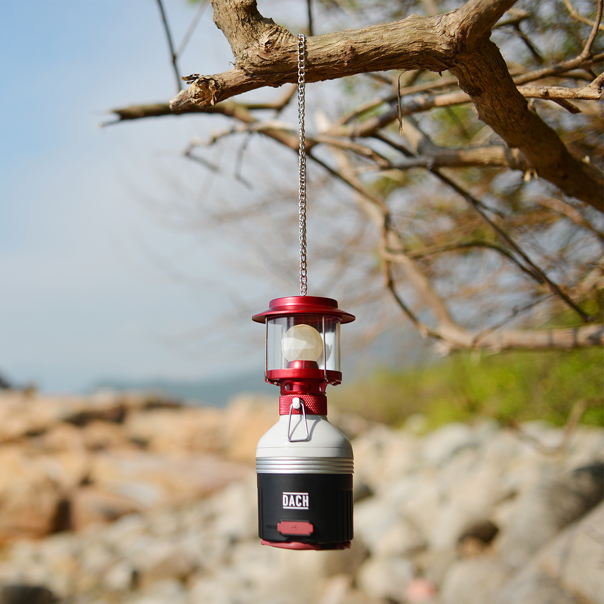 """ガスランタンの""""ロマン""""をLEDで灯す   iPhoneを約4回充電できる、多機能ランタン"""